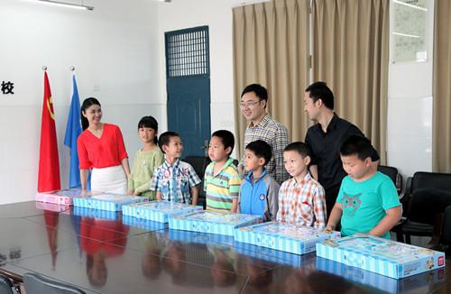 """在""""六一""""国际儿童节来临之际,白溪水库团支部走进宁海县岔路镇中心"""